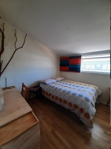 Airesbuenos Hostel. Private Room with doble bed, desk and central heating